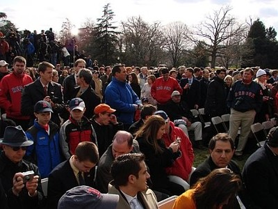 Rsn_awaits_the_president_on_south_lawn_2