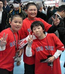 Japan_trip_kid_fans2