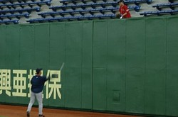 Japan_trip_okie_tosses_ball_to_fan